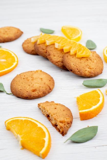 Widok Z Przodu O Smaku Pomarańczowym Ciasteczka Ze świeżych Pomarańczy Ciasteczka Owocowe Plasterki Herbatniki Darmowe Zdjęcia