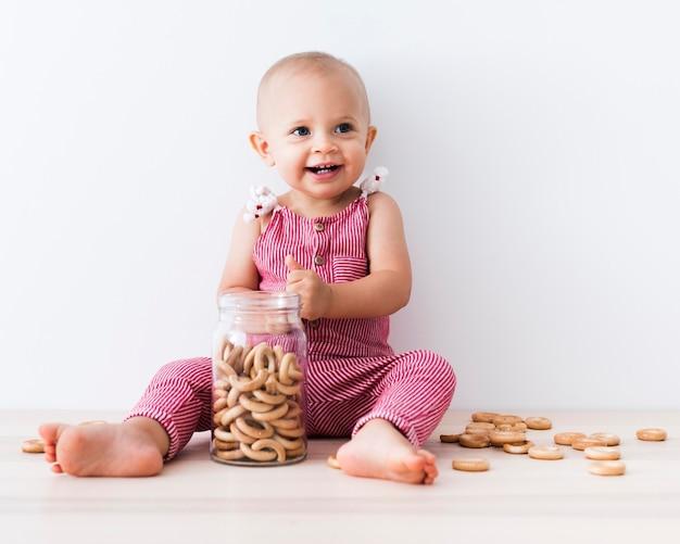 Widok Z Przodu Piękna Uśmiechnięta Dziewczynka Darmowe Zdjęcia