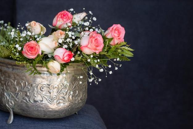 Widok Z Przodu Piękna Wiązka Róż Darmowe Zdjęcia