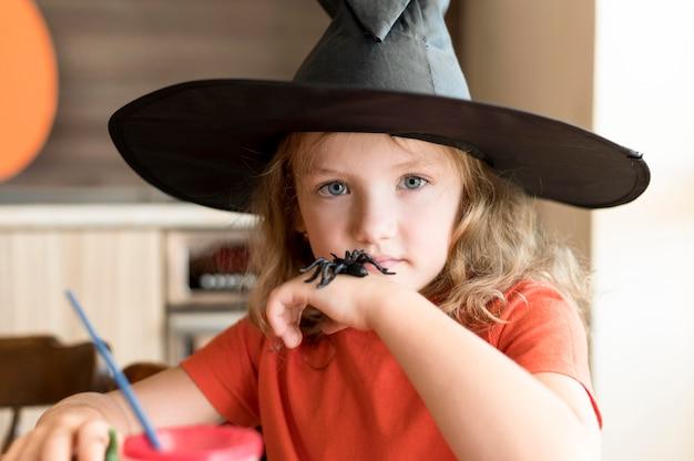 Widok Z Przodu ślicznej Dziewczyny Z Koncepcją Halloween Darmowe Zdjęcia