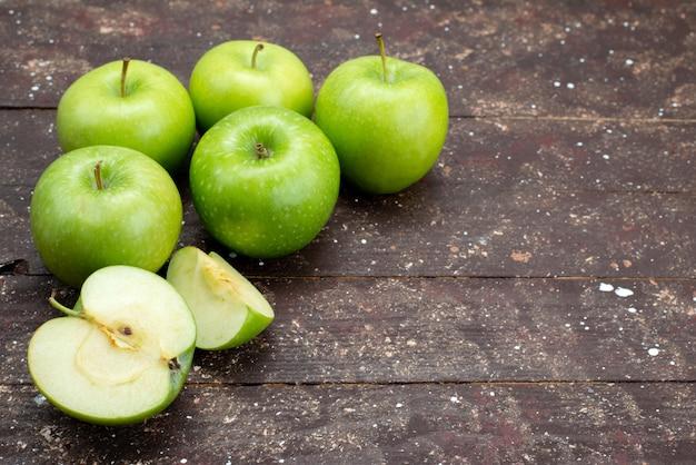 Widok Z Przodu świeże Zielone Jabłka Pokrojone W Plasterki I Całe Na Ciemno Darmowe Zdjęcia