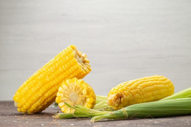 Widok Z Przodu świeże żółte Ziarna Ze Skórkami Na Szaro, Kolor Potrawy Spożywczej Darmowe Zdjęcia