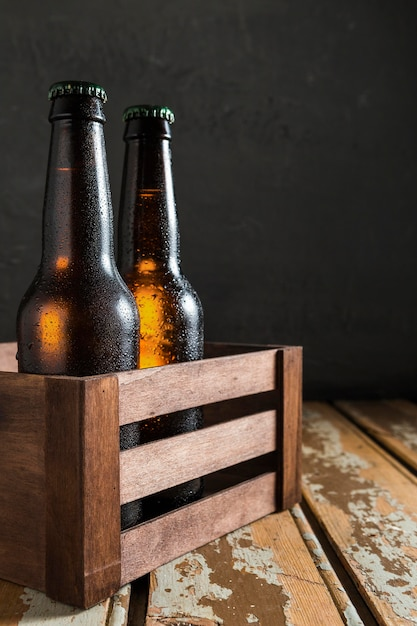 Widok Z Przodu Szklanych Butelek Piwa W Skrzyni Darmowe Zdjęcia