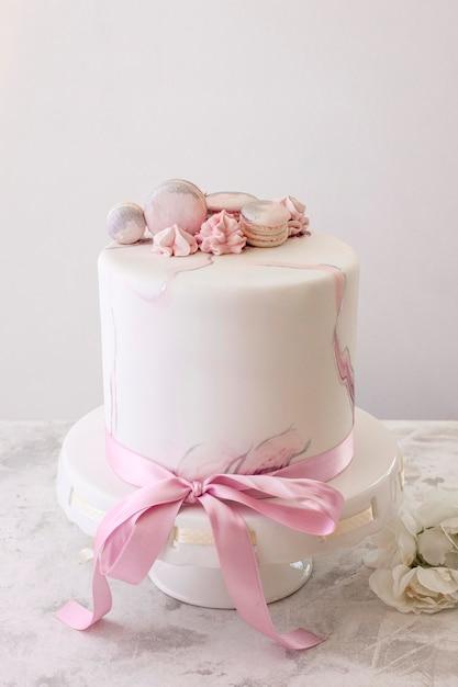 Widok Z Przodu Tort Urodzinowy Z Miejsca Na Kopię Darmowe Zdjęcia