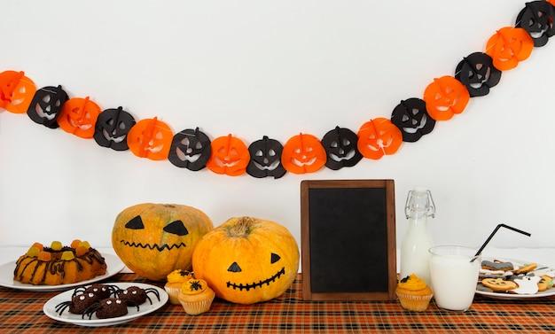 Widok Z Przodu Uroczej Koncepcji Halloween Z Miejsca Na Kopię Darmowe Zdjęcia