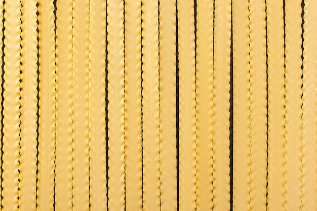 Widok Z Przodu żółty Długi Makaron Utworzony Surowego Włoskiego Makaronu Posiłek Surowego Darmowe Zdjęcia