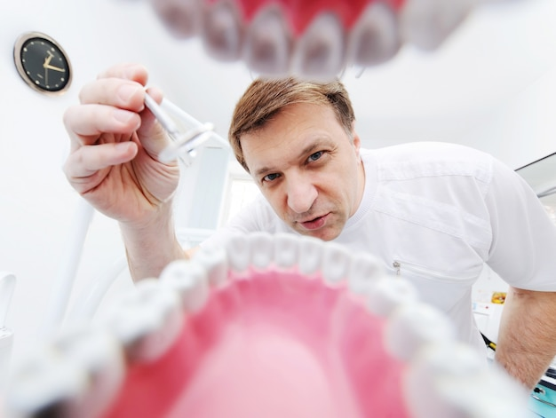 Widok ze szczęki pacjenta u dentysty Premium Zdjęcia