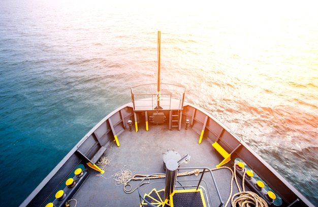 Widoki Na Morze Z Dziobu Statku Premium Zdjęcia
