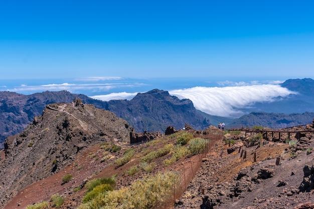 Widoki Ze Szlaku Na Szczyt Roque De Los Muchachos Na Szczycie Caldera De Taburiente, La Palma, Wyspy Kanaryjskie. Hiszpania Premium Zdjęcia