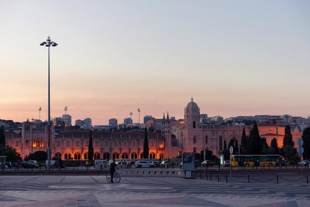 Wieczór Lizbona. Lizbona W Wieczornym świetle. Podróż Do Portugalii Premium Zdjęcia