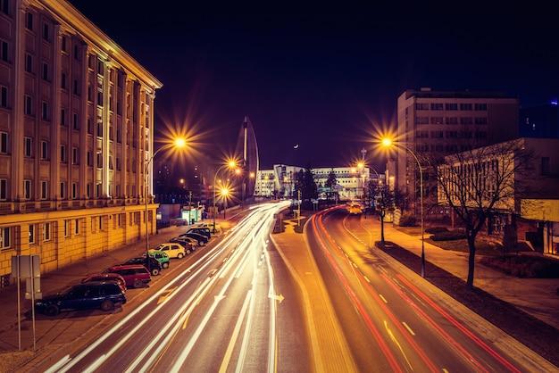 Wieczorna Fotografia Pejzaż Miejski Z Długim Ujawnieniem Premium Zdjęcia