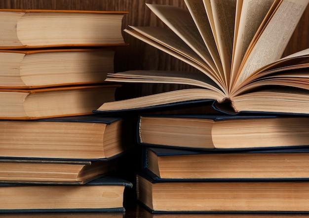 Wiele Starych Książek Premium Zdjęcia