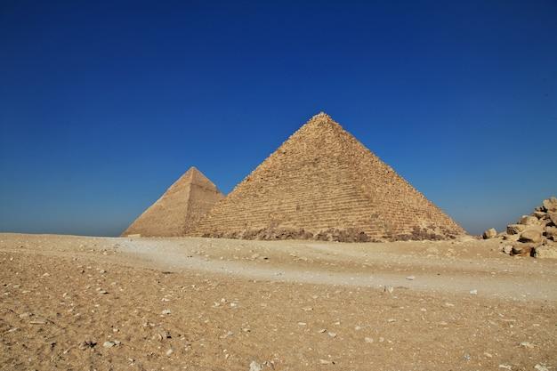 Wielkie Piramidy Starożytnego Egiptu W Gizie W Kairze Premium Zdjęcia