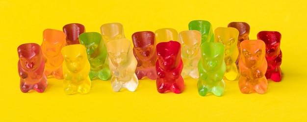Wielokolorowe żelki Owocowe W Kształcie Niedźwiedzia Grizzly Premium Zdjęcia