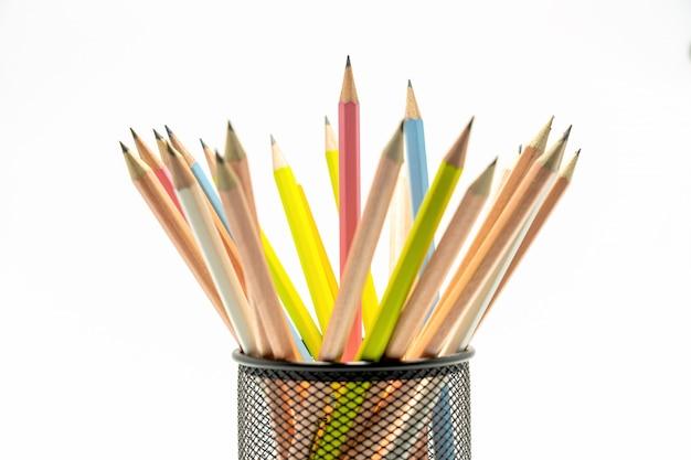 Wielokolorowy Ołówek Na Białym Tle Premium Zdjęcia