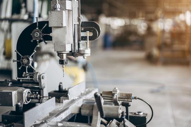 Wiertarka w fabryce Premium Zdjęcia
