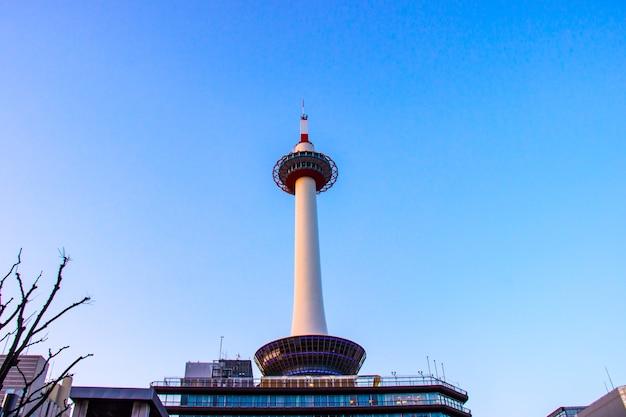 Wieża Kioto To Najwyższa Konstrukcja Stalowa I Główna Atrakcja Turystyczna W Regionie Kansai W Japonii Premium Zdjęcia