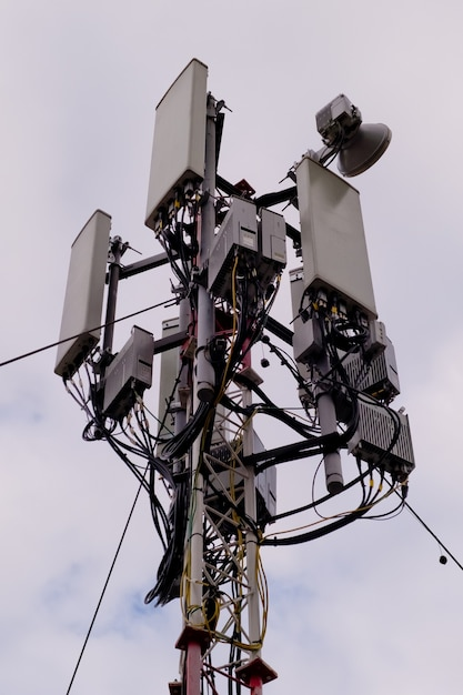 Wieża Z Anteną Sieci Komórkowej 5g I 4g Premium Zdjęcia