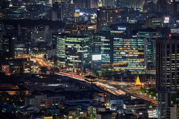 Wieżowce Seulu W Nocy, Korea Południowa. Premium Zdjęcia