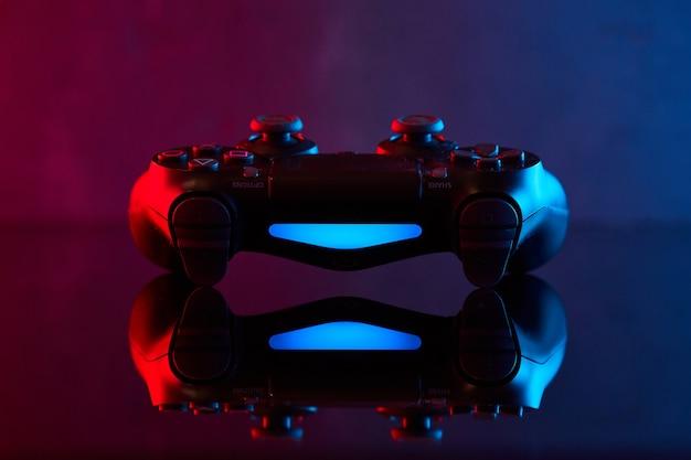 Winnica, Ukraina - 03 Kwietnia 2020. Kontroler Sony Playstation 4 (ps4) Dualshock 4, Joystick Do Gier Wideo Lub Gamepad. Bliska Strzał Studio Premium Zdjęcia