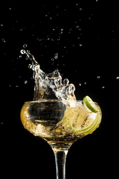 Wino Białe Z Kawałkami Jabłka Premium Zdjęcia