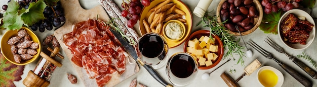 Wino I Tapas, Widok Z Góry Premium Zdjęcia
