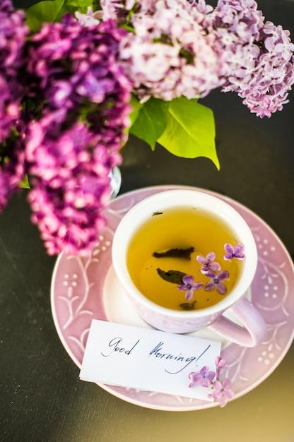 Wiosenna dekoracja z kwiatami bzu Premium Zdjęcia
