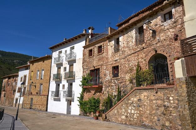 Wioska Arcos De Las Salinas W Walencji W Hiszpanii Premium Zdjęcia
