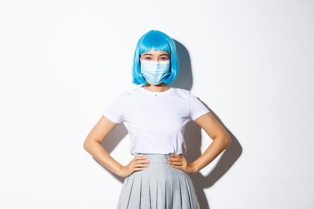 Wizerunek Wesołej Azjatyckiej Dziewczyny Gotowej Na Przyjęcie Z Okazji Halloween, Chroniącej Się Przed Koronawirusem W Masce Medycznej Darmowe Zdjęcia
