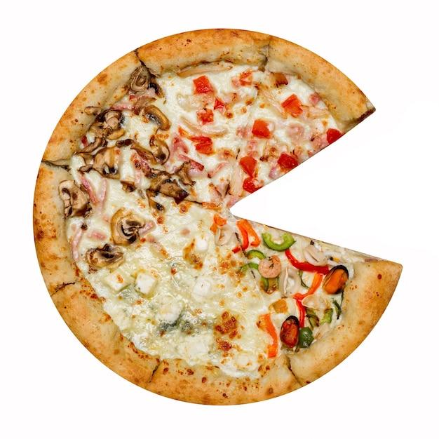 Włoska Pizza Cztery Sezony Bez Jednego Kawałka Na Białym Tle. Premium Zdjęcia