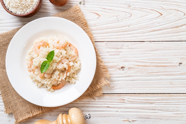 Włoskie Risotto Z Krewetkami Premium Zdjęcia