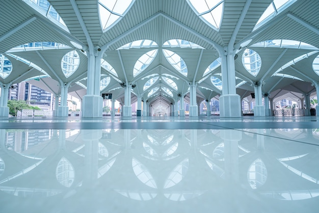 Wnętrze As-syakirin Meczet, Sławny Punkt Zwrotny W Kuala Lumpur, Malezja. Premium Zdjęcia