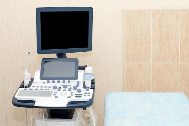 Wnętrze Gabinetu Z Aparatem Ultrasonograficznym Premium Zdjęcia