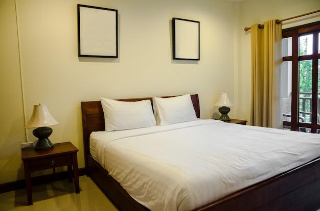 Wnętrze Sypialnia Z Białym łóżkiem Zdjęcie Premium Pobieranie