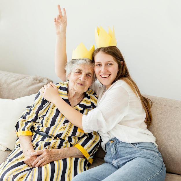 Wnuczka świętuje Rocznicę Babci Darmowe Zdjęcia