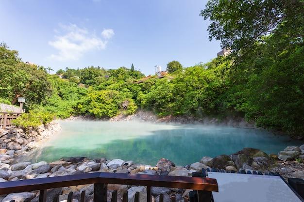 Woda źródlana W Beitou Thermal Valley Lub Geothermal Valley, Tajwan Premium Zdjęcia