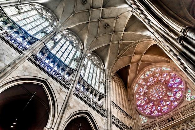Worm's Eye View Shot Sufitu Katedry św. Wita W Pradze, Czechy Darmowe Zdjęcia