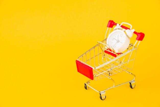 Wózek na zakupy z małym budzikiem Darmowe Zdjęcia