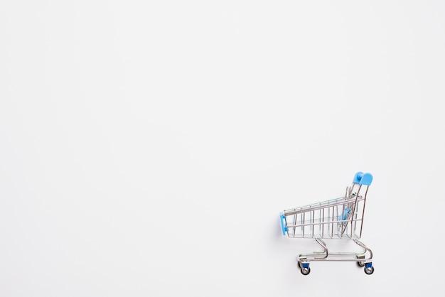 Wózek na zakupy z niebieską rączką Darmowe Zdjęcia