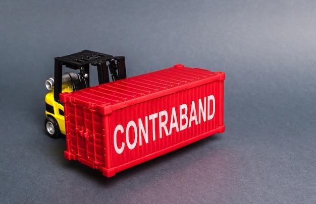 Wózek Widłowy Przemyca Czerwony Pojemnik. Transport Nielegalnie Zabronionych Towarów Premium Zdjęcia