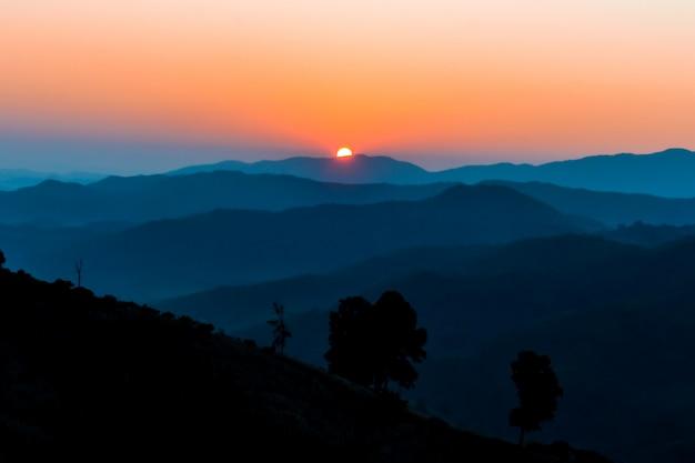 Wschód słońca na górze Premium Zdjęcia