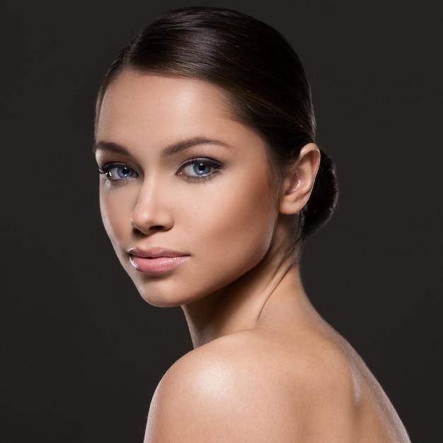 Wspaniała Dziewczyna Z Piękną Twarzą Darmowe Zdjęcia