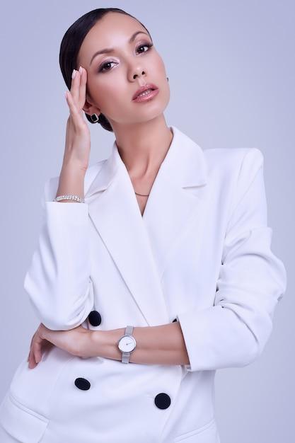Wspaniałe Kobiety Z Ameryki łacińskiej W Kolorze Białym Premium Zdjęcia