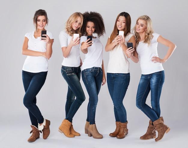 Współczesne Telefony Komórkowe Są Bardzo Przydatne Darmowe Zdjęcia