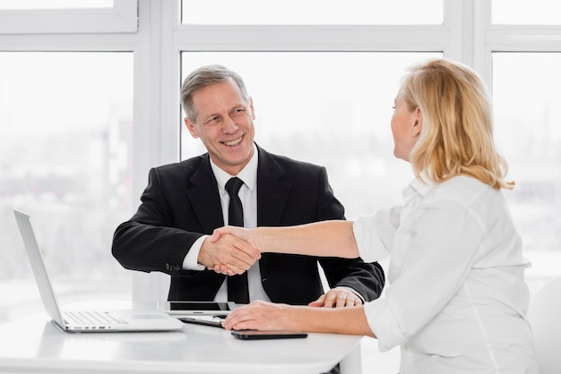 Wstrząsnąć Ręcznie Spotkanie Biznesowe Darmowe Zdjęcia