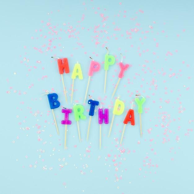 Wszystkiego Najlepszego Z Okazji Urodzin świeczki I Błyskotliwość Na Błękitnym Tle Darmowe Zdjęcia