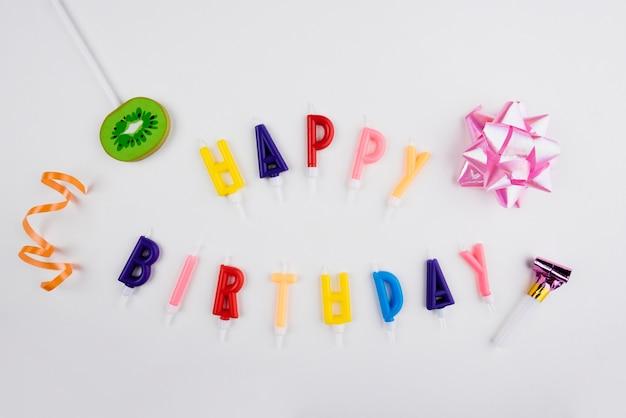 Wszystkiego Najlepszego Z Okazji Urodzin świeczki Z Kolorowymi Przedmiotami Darmowe Zdjęcia