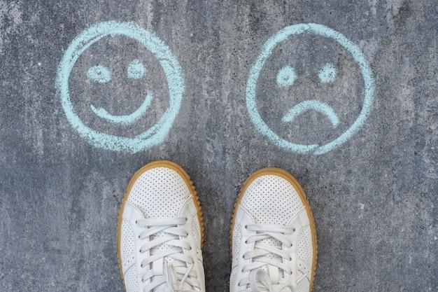 Wybór - Szczęśliwe Buźki Lub Nieszczęśliwe Premium Zdjęcia