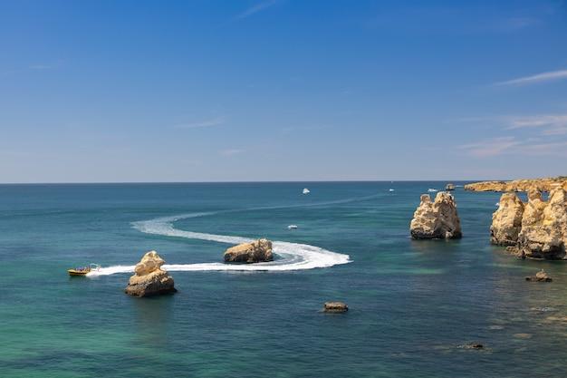 Wybrzeże Obszaru Algarve W Portugalii. Premium Zdjęcia