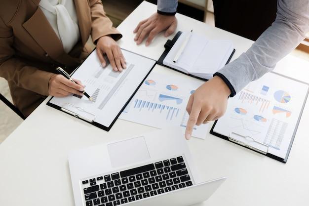 Wycena Finansowa Firmy Finansująca Pracę Z Księgowym I Raportem Rocznym Danych Premium Zdjęcia